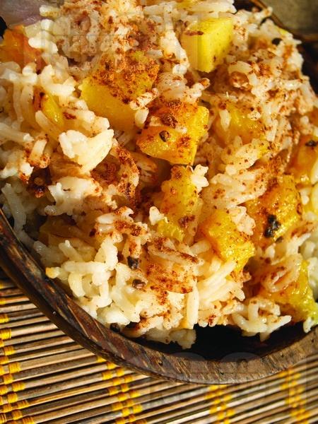 Пело ( Запържено свинско с ориз и ананас ) - снимка на рецептата